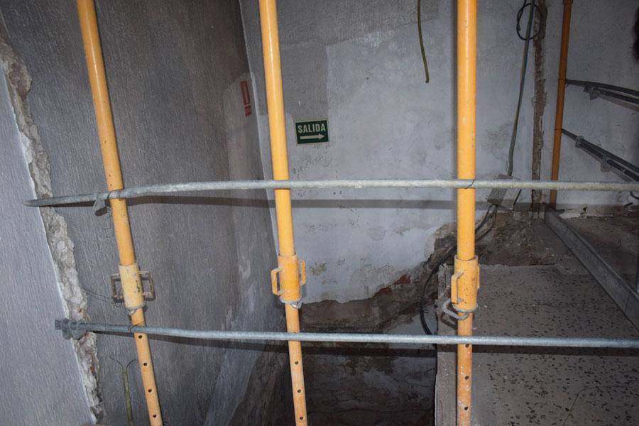 Acceso a los antiguos calabozos del edificio
