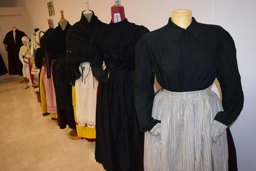 Algunos de los vestidos de la muestra