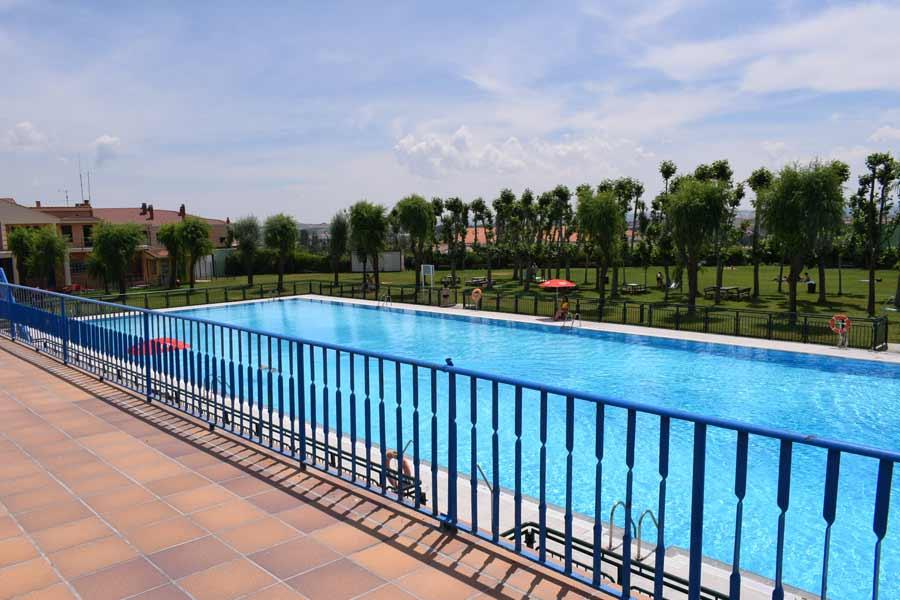 Las piscinas de Acapulco cuentan con nuevos soláriums