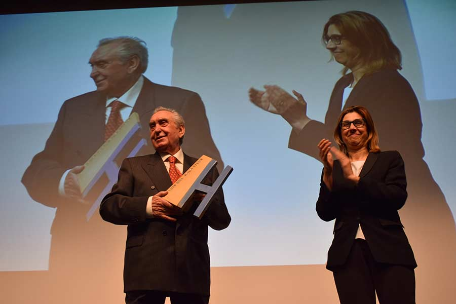 Martiniano Palomero recoge el premio de Honor. / DR.
